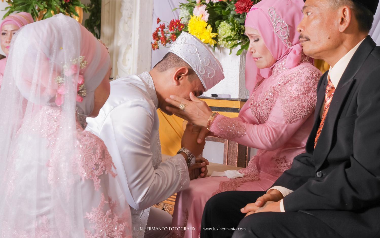 foto sungkeman pernikahan